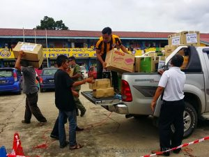 PROGRAM CSR : Pengagihan bantuan di Pusat Pemindahan Mangsa Banjir
